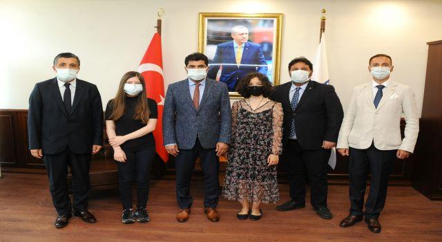 Devlet Konservatuarı Öğrencileri ADÜ Rektörü Aldemir'i Ziyaret Etti