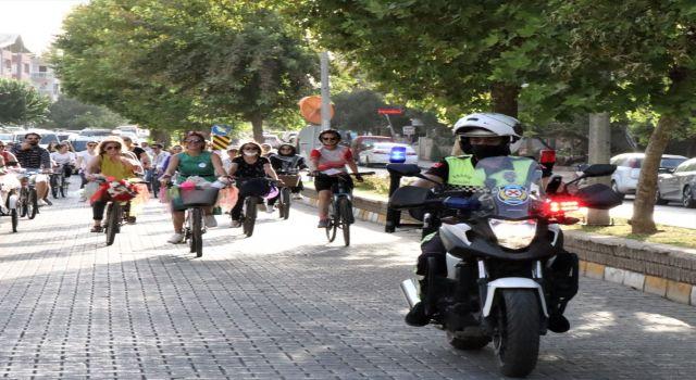 Nazilli'de 9. Süslü Kadınlar Bisiklet Turu Yapıldı