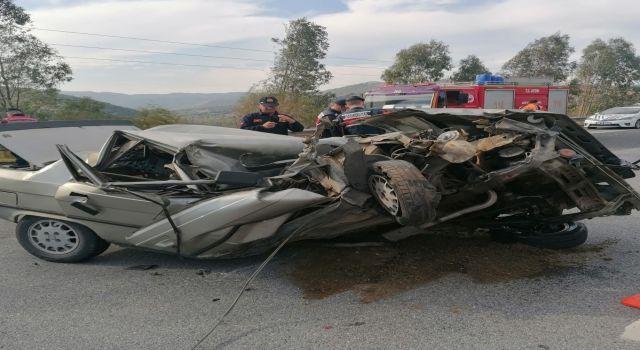 Feci Kaza:Otomobil Kağıt Gibi Ezildi