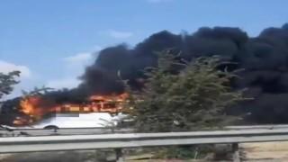 İzmir'de Yolcu Otobüsü Alev Topuna Döndü