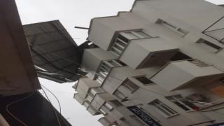 Nazilli'de Fırtına Çatıları Uçurdu